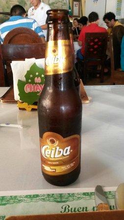 La Chaya Maya: Cerveza de malta y y catena. Hay clara y oscura. Totalmente recomendable.