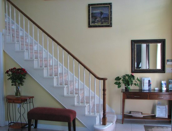 In Elegance Bed and Breakfast: Staircase.