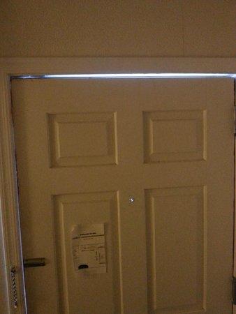 Americas Best Value Inn- Hanford: secure door