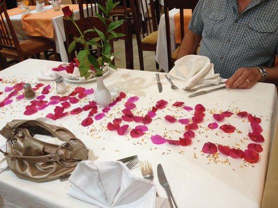 Hotel Paradis Palace : Great table decor wrong nationality