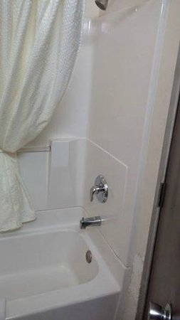 California Inn : Old style bath and shower