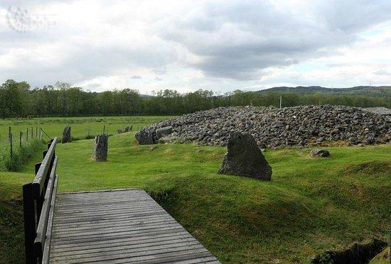 Corrimony Chambered Cairn: Brücke zum Grab