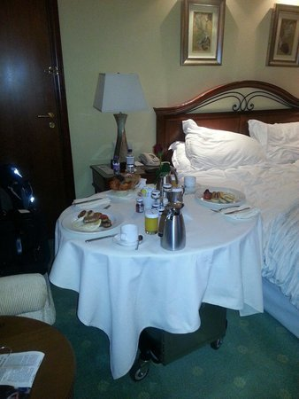 Le Royal Meridien Beach Resort & Spa: Room service breakfast due to early check out