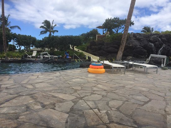 Marriott Waikola Beach: Nice little slide.