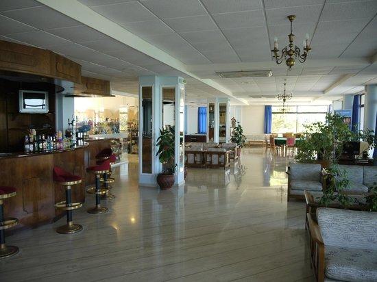 Sentido Alexandra Beach Resort: Reception bar area