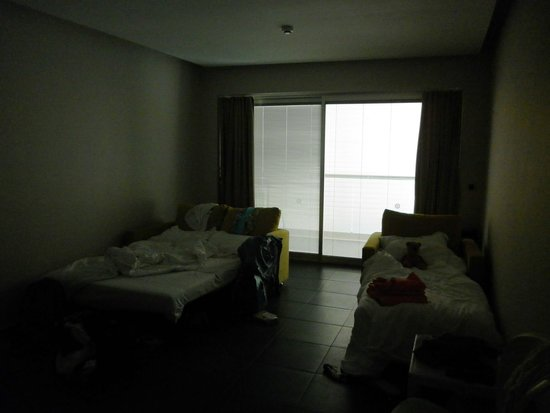 Orka Sunlife Hotel: July 14 - Family room 2108 aka The Dungeon dark and damp. vile