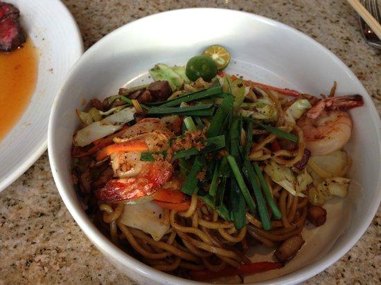 Migrant Maui: Noodles, camarão, porco e alguns legumes