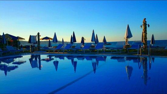 Dimitrios Swimming Pool Bar Restaurant : Sunset at dimitrios beah bar:)