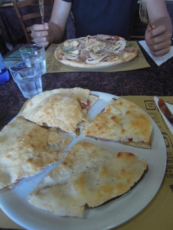 Da Roby's: Focaccino and pizza