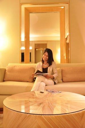 The Ritz-Carlton, Millenia Singapore: Wide reader