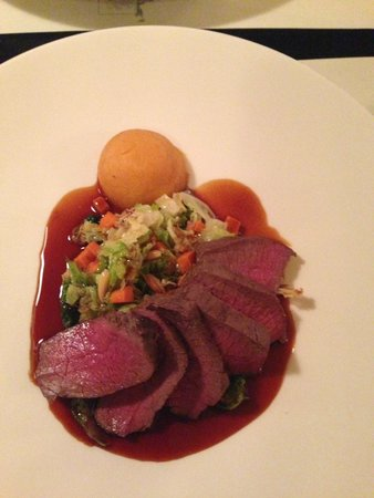 Das Kleine Lokal: seared leg of deer, savoy cabbage, roasted almonds and sweet potatoes and balsamic