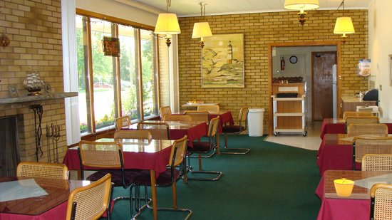 Mariner Motor Hotel: breakfast room