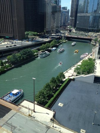 Sheraton Grand Chicago : River view from room 2009