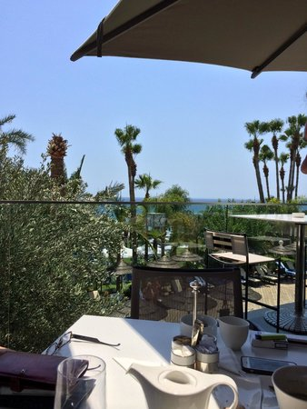 Amathus Beach Hotel Limassol: Nu Bar outdoor terrace. Our favourite spot!