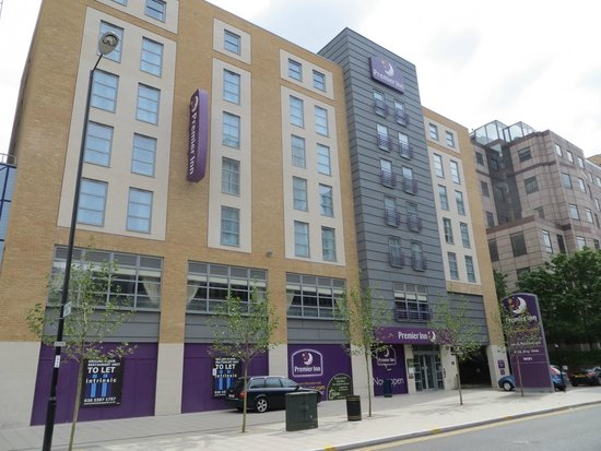 Premier Inn London Croydon Town Centre Hotel: Hotel front side
