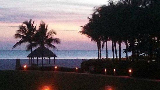 JW Marriott Marco Island Beach Resort: Beautiful sunset over the Gulf of Mexico at Marco Island