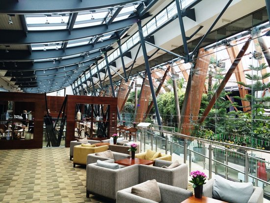 Mercure Sheffield St Paul's Hotel: The lobby is a wonderful place to meet and greet