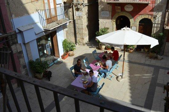 Antica Dimora San Girolamo : La piazzetta della colazione