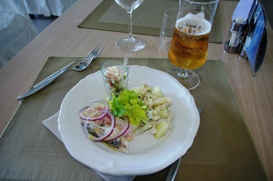 Hotel Lungomare: Fresh seafood lunch