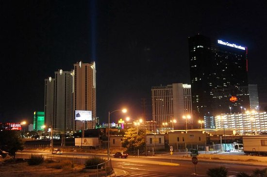 Super 8 Las Vegas Strip Area at Ellis Island Casino: вид из окна