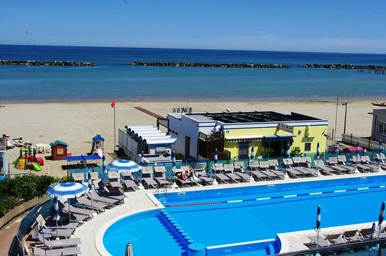 Hotel Lungomare: Pool or beach, take your pick!