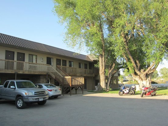Riviera Lodge: Rivieria Lodge--rooms on the back side