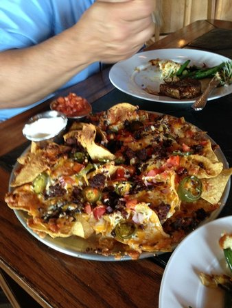 Madison Crossing Lounge: Yummy Bison Nachos