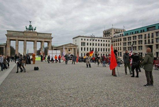 Brandenburg Gate: Pariser Platz