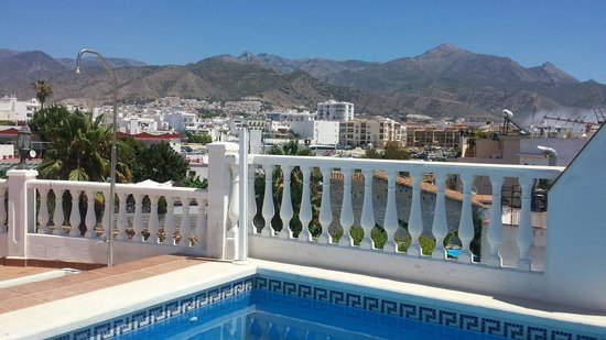 Casa Jardin: The view from the pool area