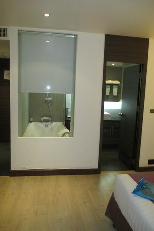 S Sukhumvit Suites: room