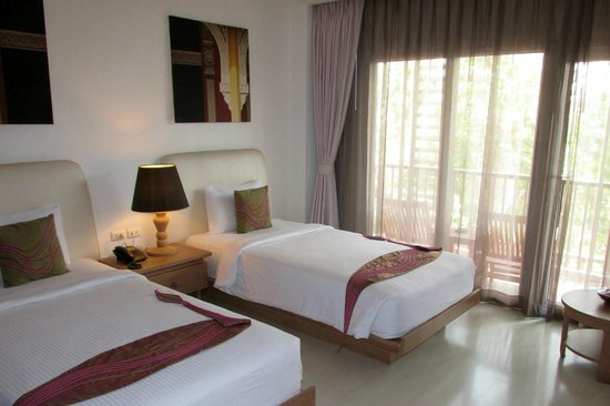 Navalai River Resort: Our room - twin beds