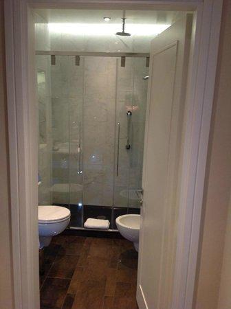 Renaissance Tuscany Il Ciocco Resort & Spa: Gorgeous bathroom