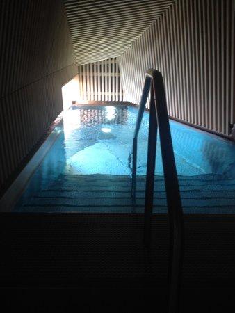B2 Boutique Hotel + Spa: Entrée de la piscine sur le toit