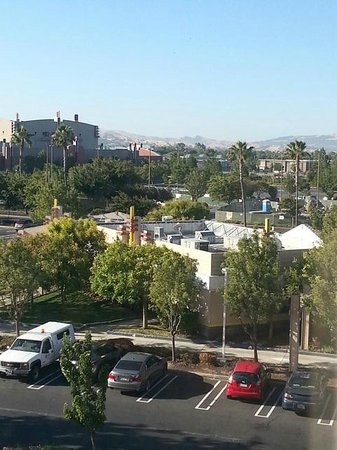 Hyatt Place Dublin/Pleasanton: View of shopping center and mountain from room