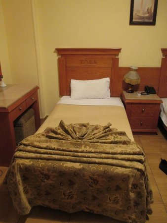 Tiba Pyramids Hotel: Bedroom