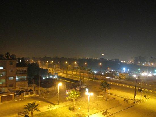 Tiba Pyramids Hotel : At night