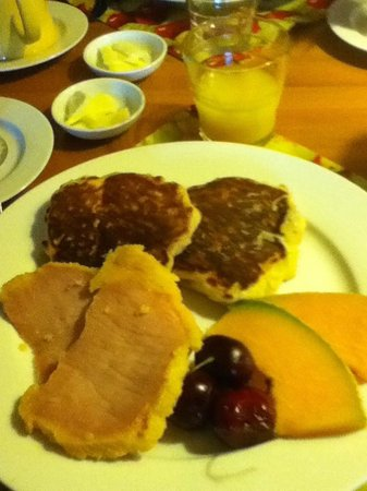 The Old Farmhouse Bed and Breakfast: Apple pancakes and peameal bacon