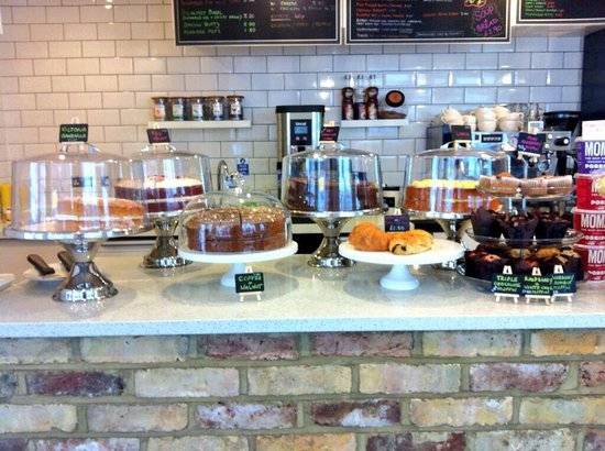 Cafe Dolce Vita: Yummy cakes! All taste fantastic!