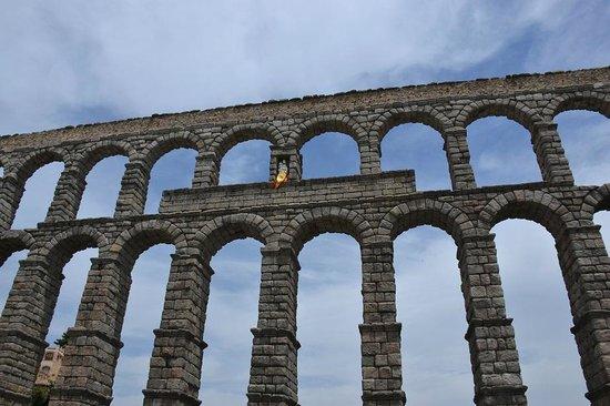 Aquädukt von Segovia: Aqueduto, vista parcial frontal
