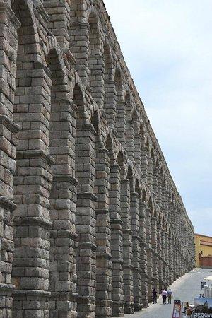 Acueducto de Segovia: Aqueduto, vista parcial lateral