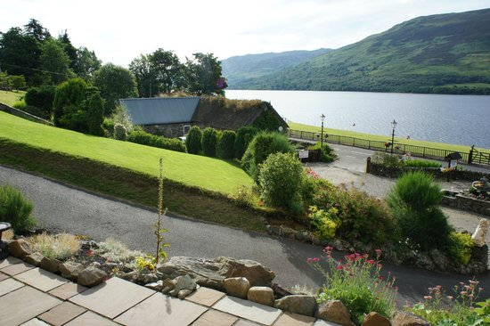 Briar Cottages: the view to the Loch Earn is every hour with other colours