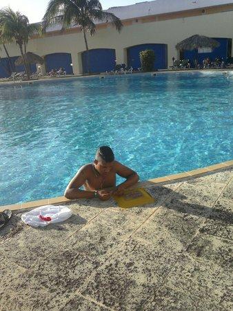 Hotel Palma Real: piscina la que queda frente a la mesa buffet