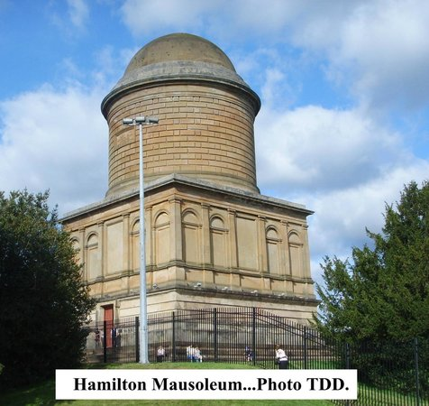 Strathclyde Country Park : Hamilton Mausoleum.