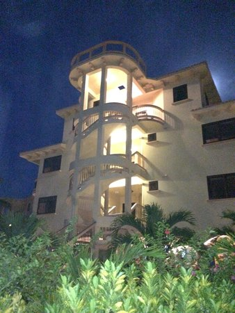 Coco Beach Resort : One of the buildings