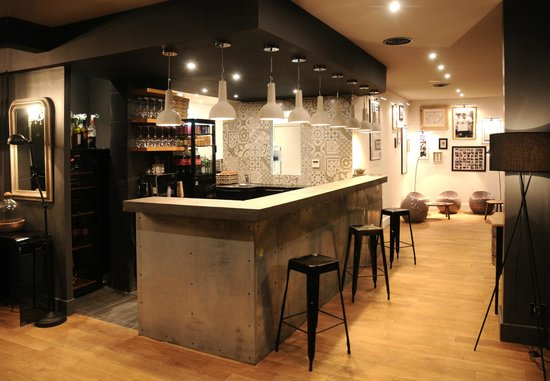 le comptoir bar picture of just italian saint bonnet de mure tripadvisor. Black Bedroom Furniture Sets. Home Design Ideas