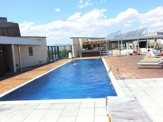 Pullman Barcelona Skipper: La piscine sur le toit