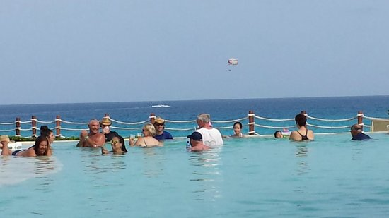 Grand Park Royal Cancun Caribe: This is how crowded the pool would get on peak season. Not bad at all.