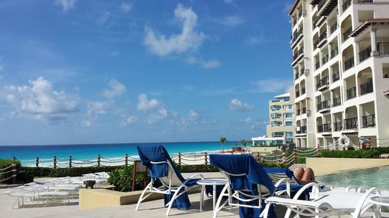 Grand Park Royal Cancun Caribe: Paradise - this is a great location with an excellent beach front.
