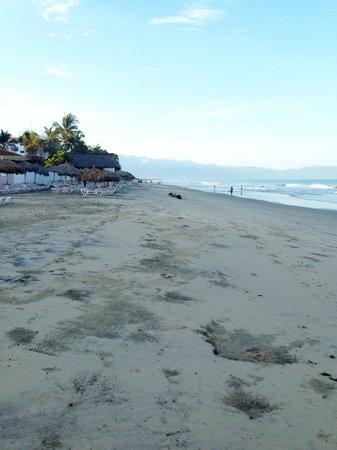 Dreams Villamagna Nuevo Vallarta: morning beach walk