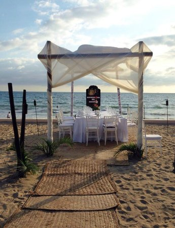Dreams Villamagna Nuevo Vallarta : 50th wedding anniversary dinner we had on beach area